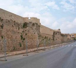 Mauer der Burg in Denia