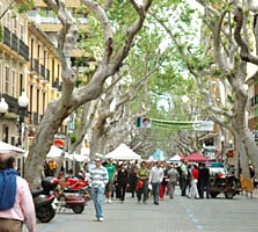 De winkelstraat Marques del Campo in Denia